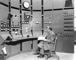 UChi-cyclotron-control-room-1951